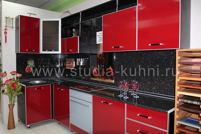 кухни из красного пластика фото